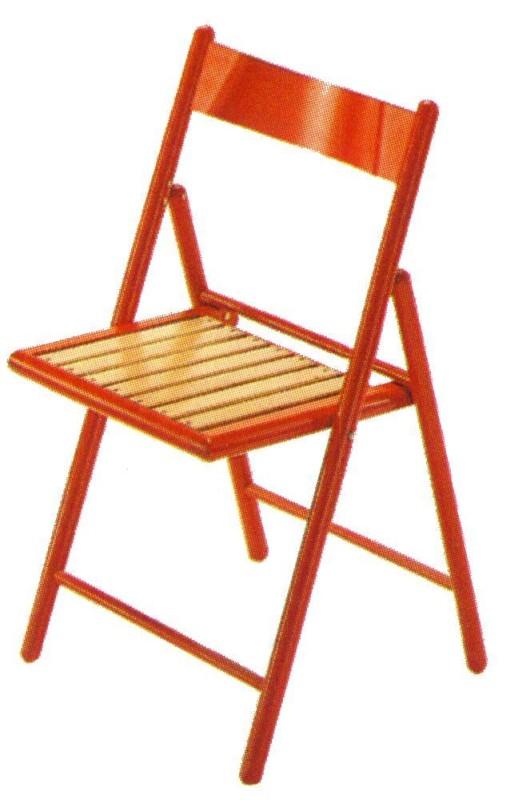Klappstuhl aus farbigem Holz